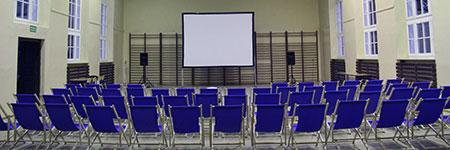 Kino objazdowe w pomieszczeniach, całoroczne pokazy filmowe